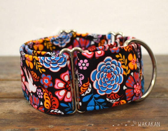 Martingale dog collar model Folkloric. Adjustable and handmade with 100% cotton fabric. Folk, swallow, flowers, Wakakan