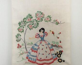 1930's Linen Embroidered Dresser Scarf