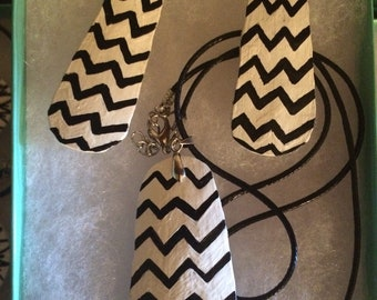 Chevron black on white gourd necklace and earring set