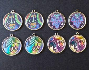 8 pendants diameter 2.5 cm exotic pattern resin cabochons