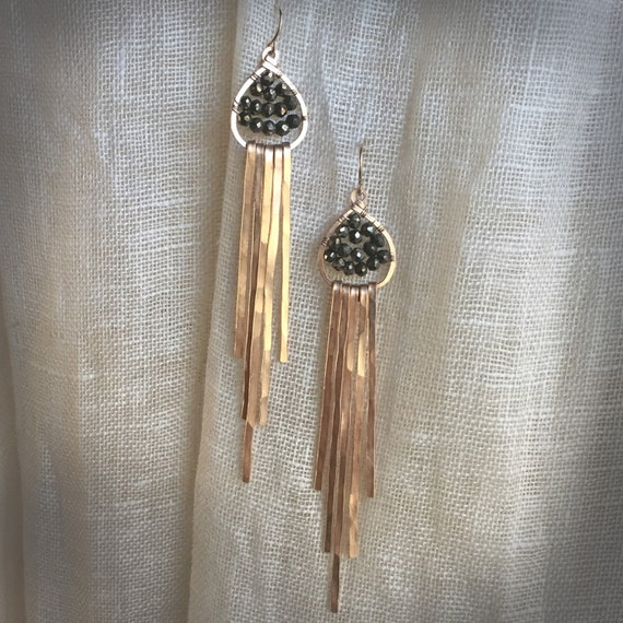 Ra Earrings in hammered bronze and pyrite