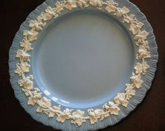 """Wedgwood Queensware Cream on Lavender Shell Edge 9"""" Plate"""