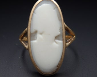Antique, vintage oval cameo ring , yellow gold  size 5