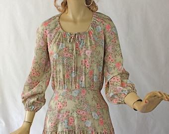 Vintage 70s Boho Dress Cotton Floral Print Hippie Dress w Tiered Full skirt