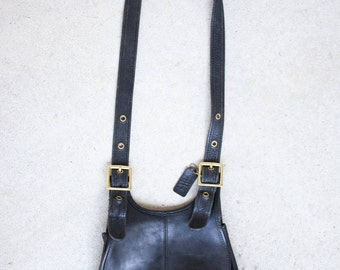 Vintage Coach Bag // Vintage Leather Coach Crescent Handbag // Free shipping!