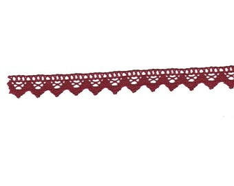 Burgundy cotton lace 2cm wide (stranded 814)