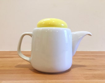 Mod Vintage Japanese Teapot Yellow Circle Lid   Toscany Japan Dripless   1980s