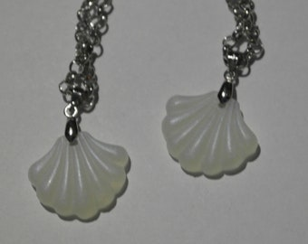 Chain of friendship necklace with white mussels (mermaid)
