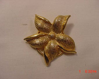 Vintage Flower Blossom Gold Tone Metal Scarf Holder  18 - 498