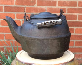 Large Cast Iron #8 Kettle with Cast Iron Grip with Gate Mark