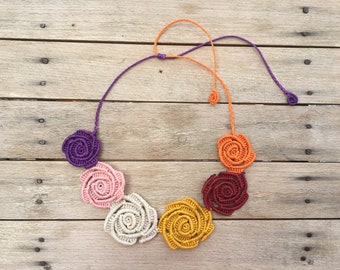 Macramé necklace with roses, Floral necklace, Handmade necklace