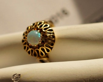 Ref: 146 - XMAS SALE ~ 18kt yellow gold vintage opal ring. Size 4.75   TCW 3.5 g.