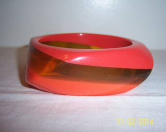 Vintage Two Color Lucite Bangle - Retro Orange And Transparent Bangle -  MOD Asymmetrical Bangle -  Free Style Bracelet  -  Clear Lucite
