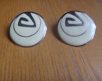 circular patterned vintage stud earrings, cream and gold tone earrings
