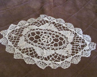 "Cluny Lace Doily Handmade Vintage Crocheted Doily 9"" X 15"" Inch Oval Shape (#27B)"