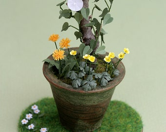 Lawn Daisy Paper Flower Kit  for 1/12th scale Dollhouses, Florists and Miniature Gardens