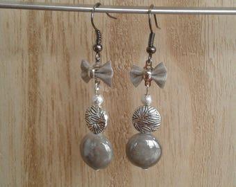 Bow silver metal, Pearl gray metal, mother of Pearl enamel earrings