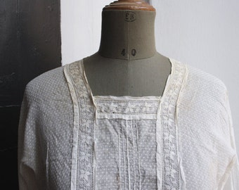 VIctorian Cotton Blouse // Antique cotton blouse // Embroidered // Ivory color // Dotted fabric // AS IS