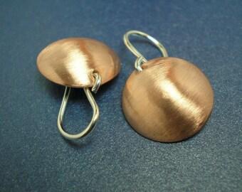 Boucles d'oreilles en cuivre en forme de dôme - brossés Medium