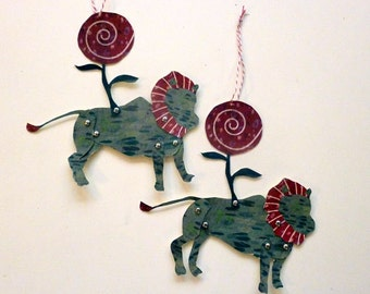 2 Printable Candy Lion Paper Puppet Dolls for Gift Tags, Party Garlands, Paper Crafts, Green, Red