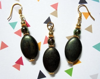Dark Olive Green Oval Pendant and Earrings (0553)