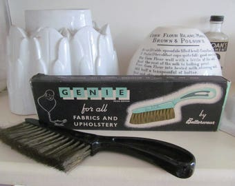 """Vintage """"Betterwear"""" GENIE upholstery brush in original box~Quirky display - and it works!"""