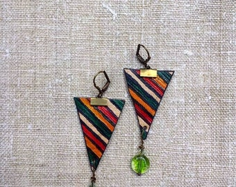 Triangle leather earings green glass beads