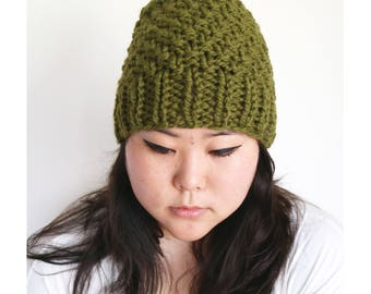 Hand knit Beanie, Pom pom beanie, Hand knit Toque, slouchy chunky hat, slouchy chunky knit beanie, gifts for him, gifts for her, knit hat