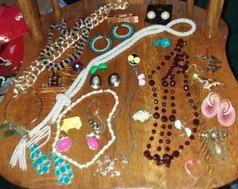 Vintage to new 28 pc all wearable jewelry lot C