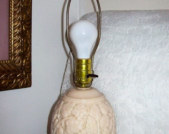 Vintage Aladdin Alacite Electric Lamp w/ Finial Acorn Pattern G187 Only 58 USD