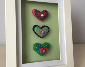 Framed hearts (pale green/white)