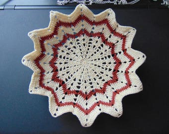 Fluted basket in natural and brown