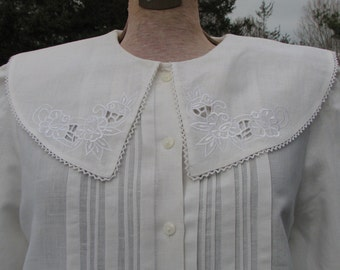 Vintage Peasant Blouse - Embroidered Collar - White