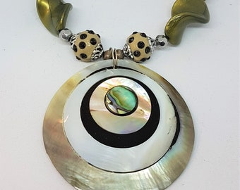 Statement shell pendant necklace