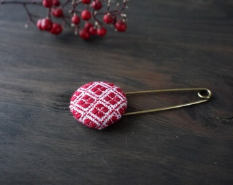 Japanese Kogin-sashi brooch, embroidery pin brooch, hand stitched accessory, red