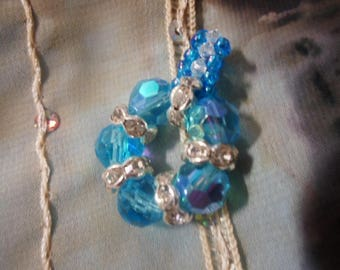 Pendant in water and brilliant colors