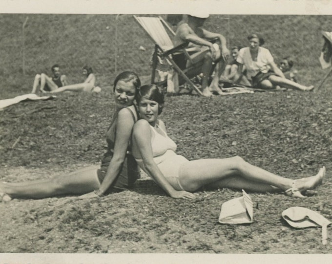 Vintage Snapshot Photo: Swimsuit Pose [86697]