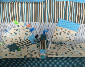 Set of blanket and baby blue and green owls