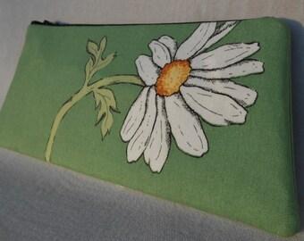 Daisy Print Wrist Clutch