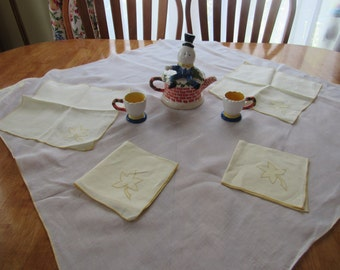 FREE SHIPPING USA Vintage Cotton Tea Tablecloth, Topper, Tablecloth white with Yellow Applicque and 4 Yellow Napkins 201