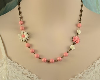 Daisy Necklace, Salmon Pink Necklace, Flower Girl Set, Bright Pink Pearls, Pink Bridesmaid, Pink Pearl Necklace, White Flower Necklace S1031