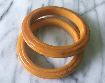 2 BAKELITE Step Carved Saturn Bangle Bracelets Marbled Butterscotch 40s Vintage