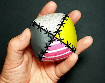 Jugglingballs, adult size, jugglers, jonglerie, juggling, circus, color, jeux, cirque, vegan leather, fabrics, jonglage, balls, fun, play