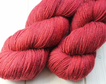 Skein hand dyed superwash Merino, Nylon and Stellina - Fingering - (5/20/75) - 100 g / 400 m - Carmine
