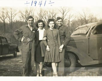 vintage photo 1941 Two Couples Army Guys & Their Gals Interlocking Arms