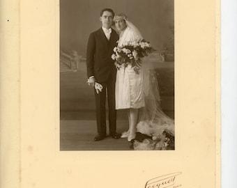 1920s Bride and Groom- original French vintage photo- studio portrait- Paris