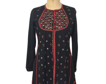 vintage Indian embellished tunic / black red / Indian cotton / long blouse / embroidered tunic / women's vintage blouse / size medium