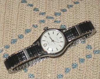 Ladies TIMEX, Nice Looking Wristwatch, Black and Silver, Water Resistant Timex Ladies Wristwatch, Black and Silver, Stretch Band
