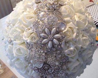 Brooch bouquet, available most colours.