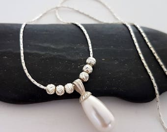 Drop pearl necklace, White pearl necklace, Teardrop necklace, Pearl and silver necklace, Bridesmaid gift necklace, Bridesmaid jewelry